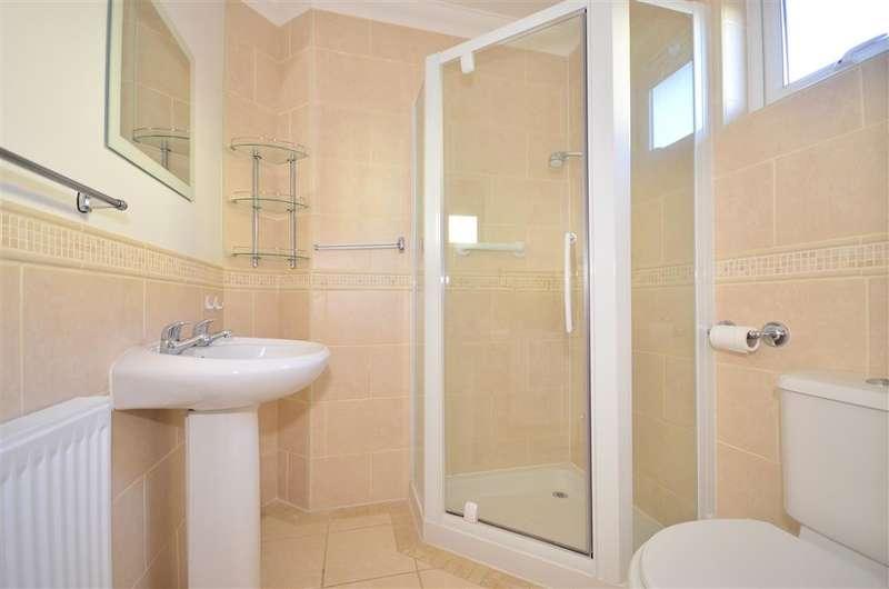 3 Bedrooms Bungalow for sale in Newnham Road, Binstead, Ryde, Isle of Wight