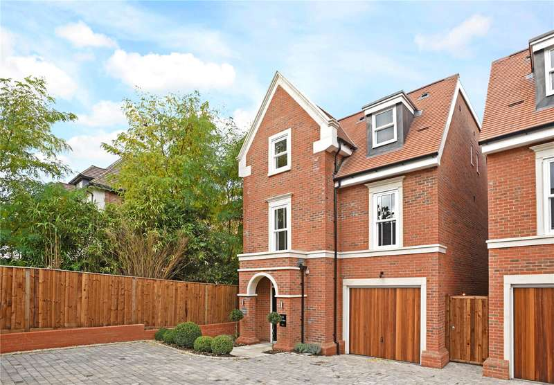 4 Bedrooms Detached House for sale in St Georges Avenue, Weybride, Surrey, KT13
