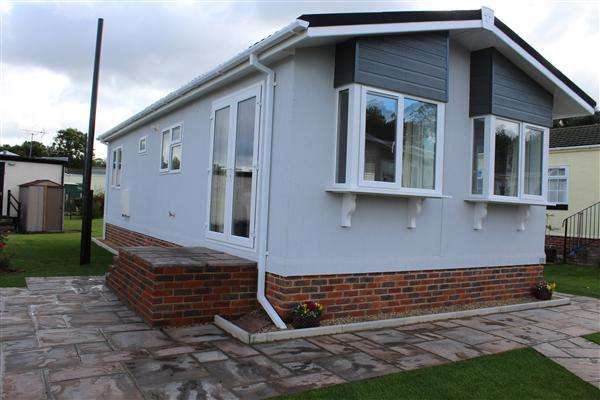 2 Bedrooms Park Home Mobile Home for sale in Arkley Park, Arkley