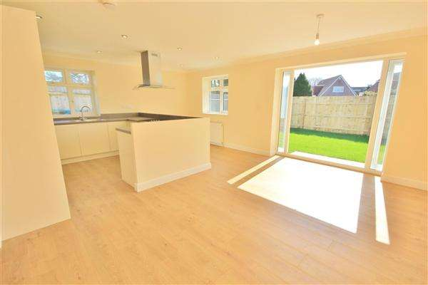 3 Bedrooms Bungalow for sale in Markham Avenue, Bournemouth