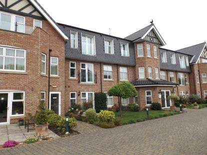 2 Bedrooms Flat for sale in Overstrand Road, Cromer, Norfolk