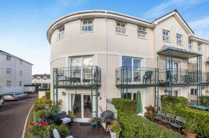 4 Bedrooms End Of Terrace House for sale in Alta Vista Road, Roundham, Paignton