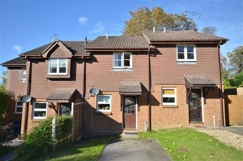 2 Bedrooms Property for sale in St Peter's Gardens, Wrecclesham, Farnham