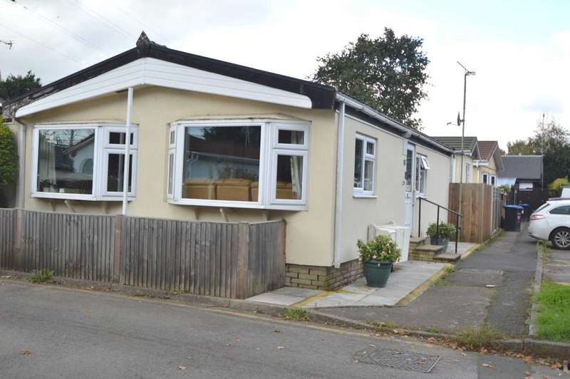 2 Bedrooms Park Home Mobile Home for sale in NEW HAW