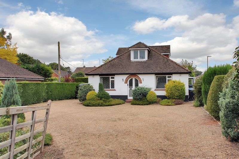 3 Bedrooms Bungalow for sale in Brookhill Road, Copthorne, West Sussex