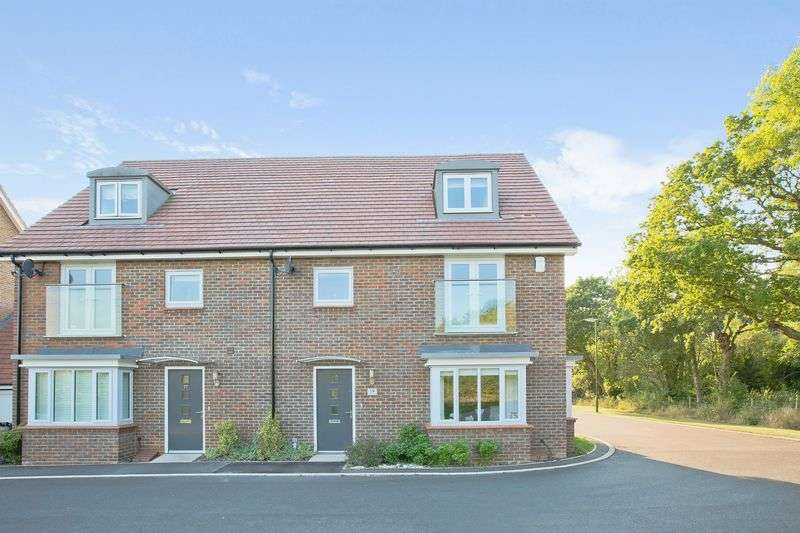 4 Bedrooms Semi Detached House for sale in Linnet Lane, Burgess Hill