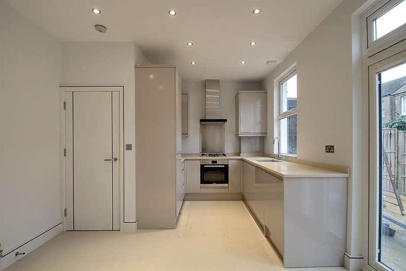 3 Bedrooms Terraced House for sale in Salisbury Road, Ealing, London, W13 9TX