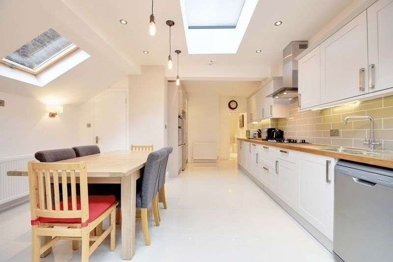 3 Bedrooms Flat for sale in Rathcoole Gardens, N8