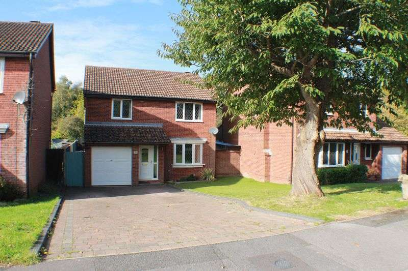 4 Bedrooms Detached House for sale in Wild Rose Crescent, Locks Heath