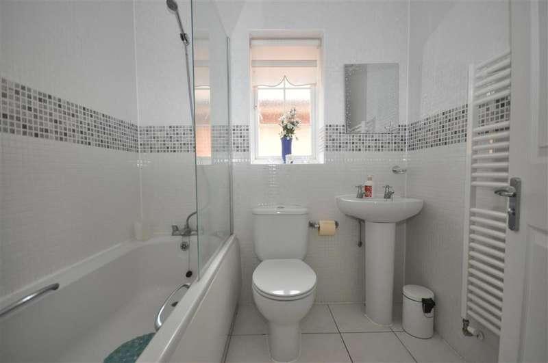 4 Bedrooms Detached House for sale in Wallis Court, Herne Bay, Kent