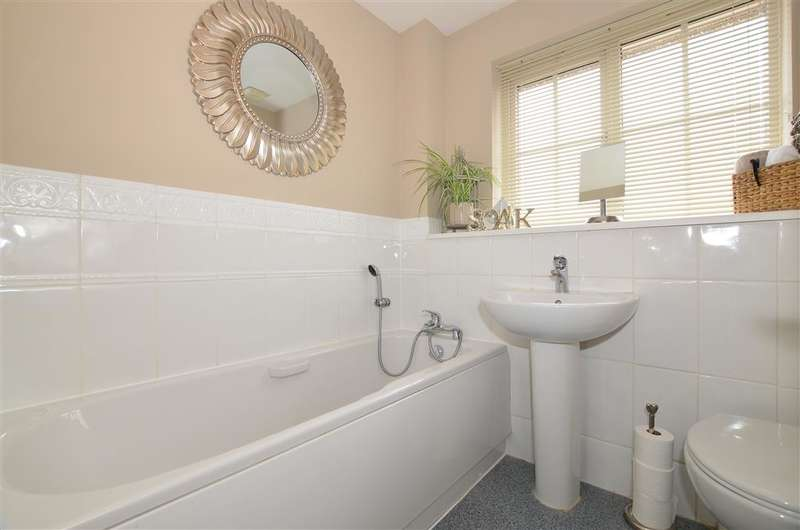 3 Bedrooms Semi Detached House for sale in Beaver Road, Maidstone, Kent
