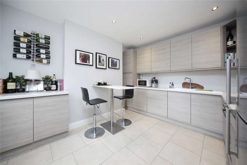 2 Bedrooms Flat for sale in Wontner Road, Balham, London, SW17