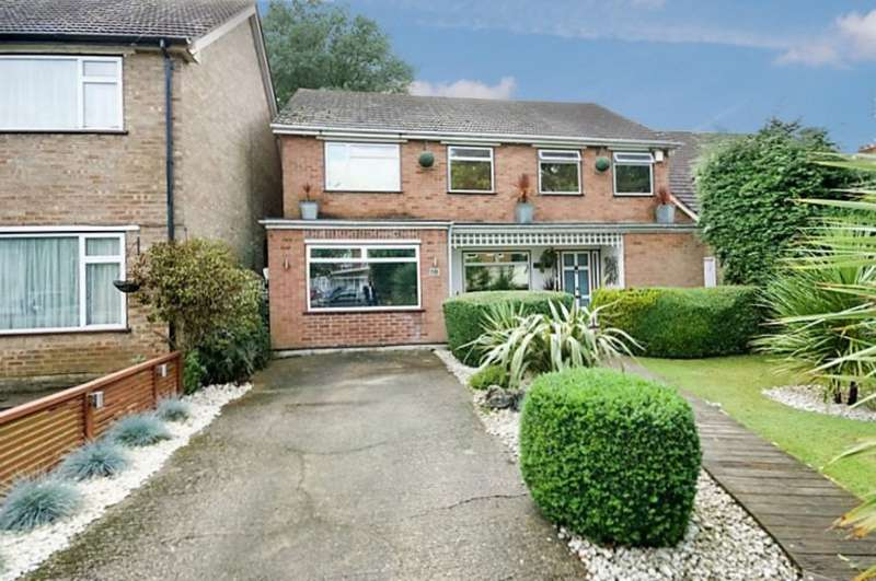 4 Bedrooms Detached House for sale in Kings College Road, Ruislip