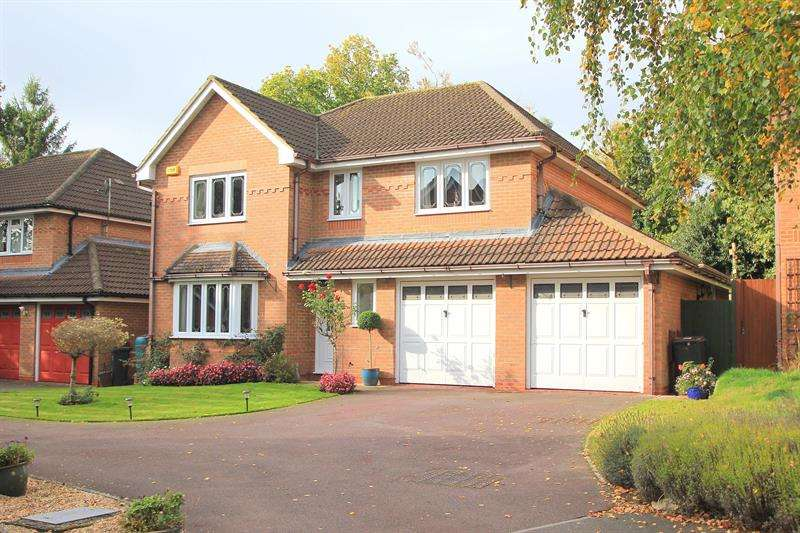 4 Bedrooms Detached House for sale in School Close, Verwood