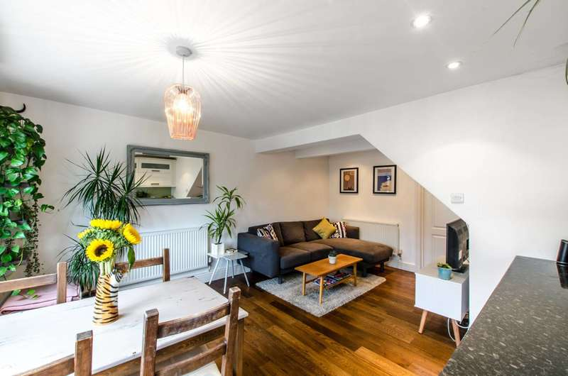 2 Bedrooms Maisonette Flat for sale in Lady Margaret Road, Tufnell Park, N19