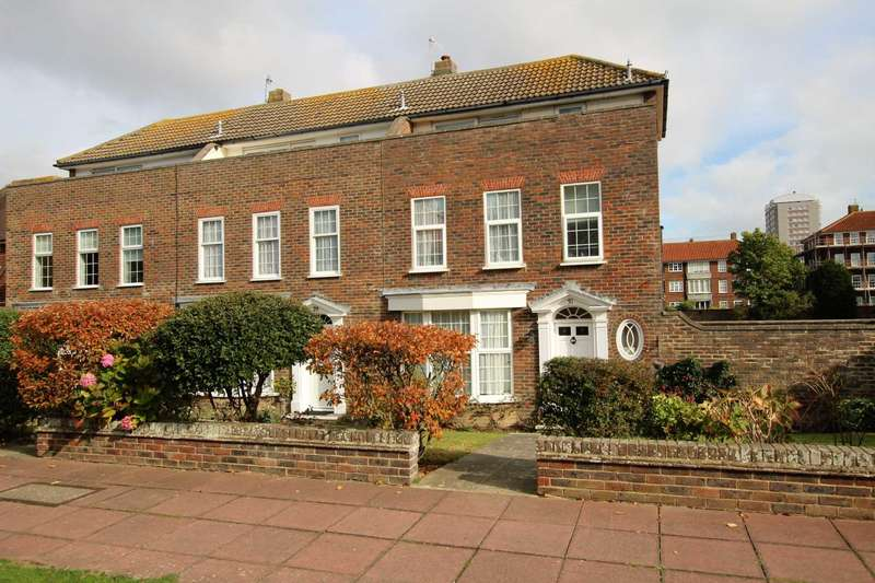 3 Bedrooms Town House for sale in Chesterfield Road, Meads, BN20 7NU