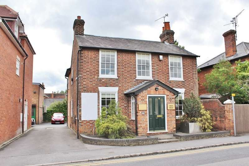 4 Bedrooms Detached House for sale in Twyford, Reading, RG10