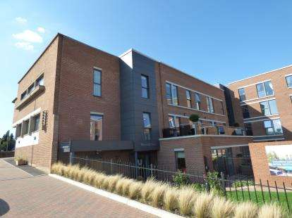 2 Bedrooms Flat for sale in Glenhills Court, Little Glen Road, Leicester, Leicestershire