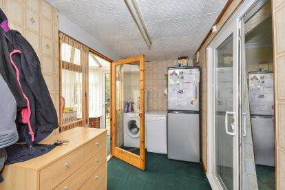 3 Bedrooms Semi Detached House for sale in Balmoral Drive, Mansfield, Nottinghamshire
