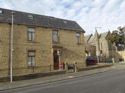 3 Bedrooms Flat for sale in Powell Street, Burnley, Lancashire, BB11