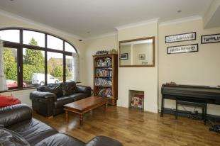 6 Bedrooms Detached House for sale in High Street, Farnborough, Orpington, Kent