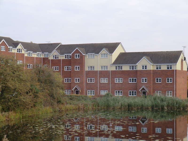 2 Bedrooms Flat for sale in Waterfront, Exhall
