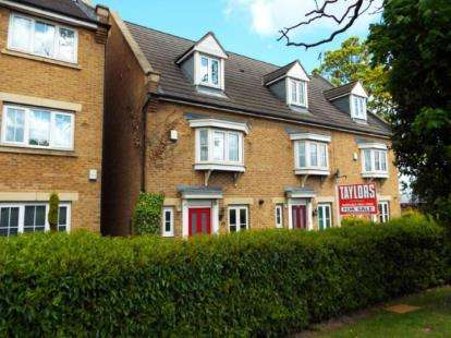 3 Bedrooms Terraced House for sale in Bramley Court, Luton Road, Dunstable, Bedfordshire