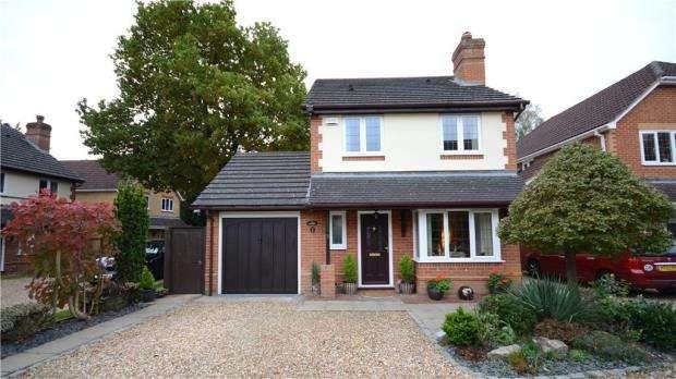 3 Bedrooms Detached House for sale in Wellburn Close, Sandhurst, Berkshire
