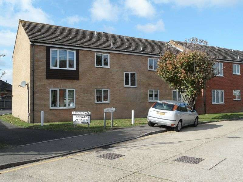 2 Bedrooms Flat for sale in Two Bedroom Ground Floor Flat in Tyssen Place, South Ockendon, Essex