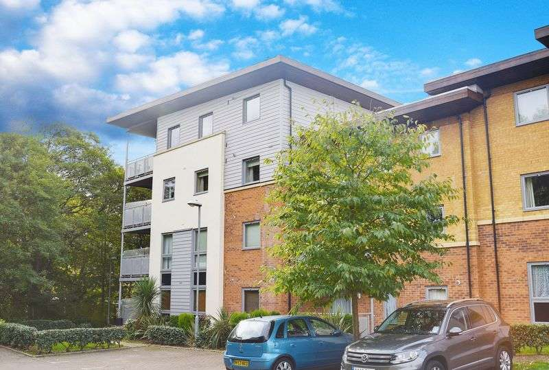 2 Bedrooms Flat for sale in Millicent Grove, Palmers Green N13