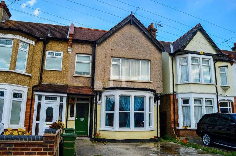 2 Bedrooms Flat for sale in Ilfracombe Road, Southchurch, Southend-On-Sea, Essex, SS2