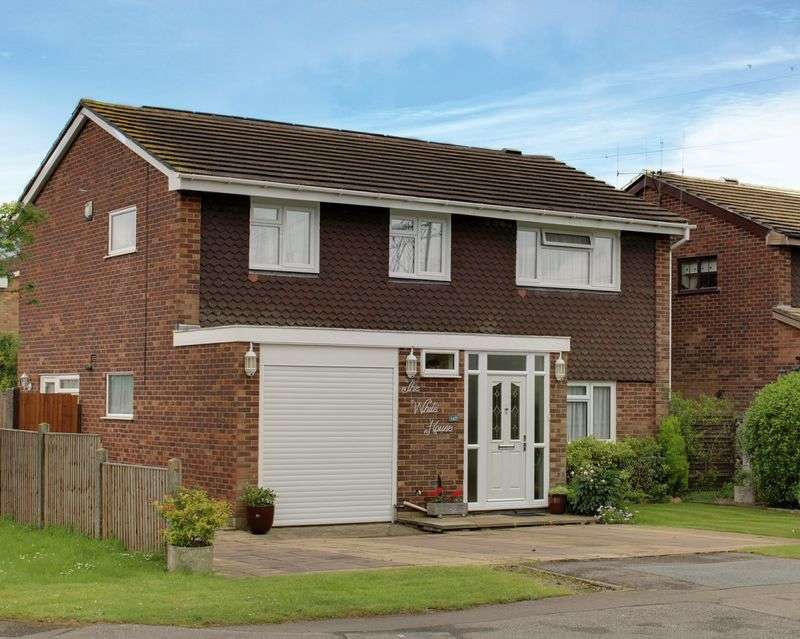 4 Bedrooms Detached House for sale in Newgatestreet Road, Goffs Oak, Hertfordshire