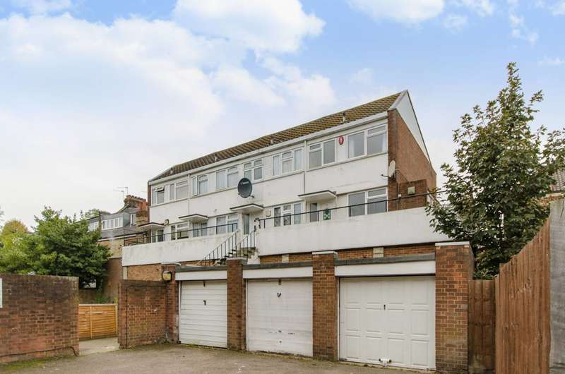 2 Bedrooms Maisonette Flat for sale in Granville Road, North Finchley, N12