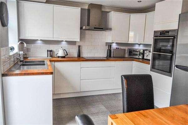 3 Bedrooms Detached House for sale in Winstanley Road, Little Neston