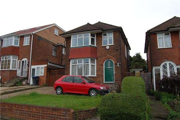 3 Bedrooms Detached House for sale in Kingsbury Road, KINGSBURY, NW9 0AX