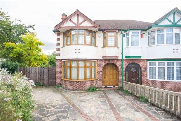 3 Bedrooms Semi Detached House for sale in Highfield Close, KINGSBURY, NW9 0PB