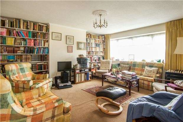 3 Bedrooms Maisonette Flat for sale in Salmon Street, KINGSBURY, NW9 8NE