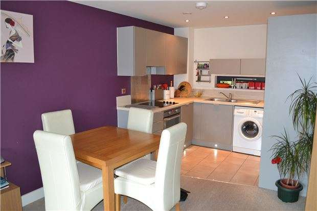 2 Bedrooms Flat for sale in Steamship House, Gas Ferry Road, BRISTOL, BS1 6GL