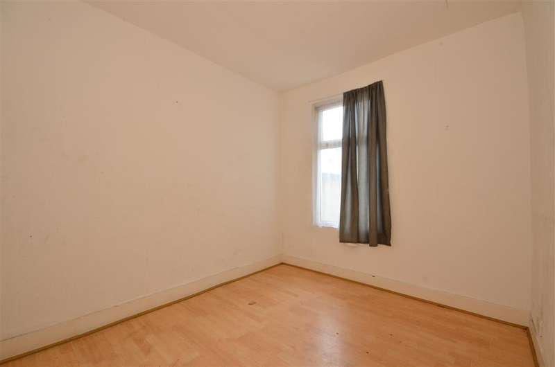 4 Bedrooms Terraced House for sale in Green Lane, Ilford, Essex