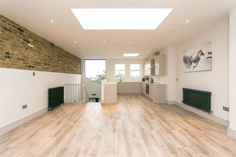 3 Bedrooms Flat for sale in Stormont Road, London, SW11