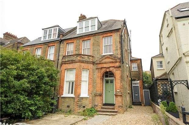 2 Bedrooms Flat for sale in Killieser Avenue, LONDON, SW2 4NT