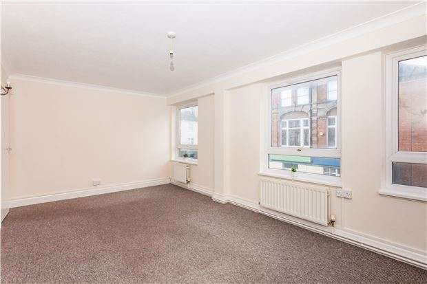2 Bedrooms Flat for sale in Wilton Road, BEXHILL-ON-SEA, East Sussex, TN40 1HY