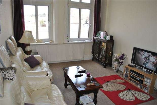 1 Bedroom Flat for sale in Devonshire House, Devonshire Road, BEXHILL-ON-SEA, East Sussex, TN40 1AH