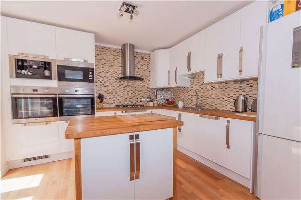 4 Bedrooms Detached Bungalow for sale in Amherst Close, HASTINGS, East Sussex, TN34