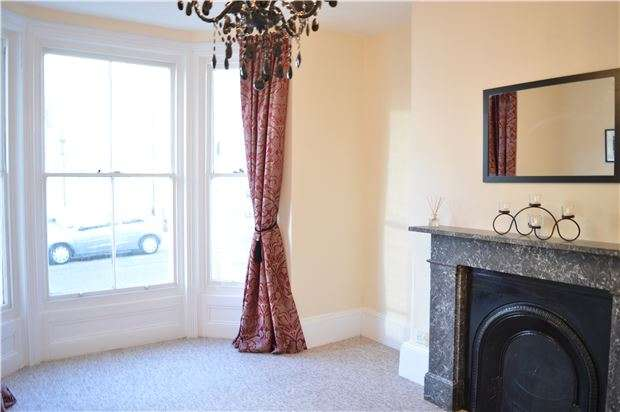1 Bedroom Flat for sale in Flat, Cambridge Gardens, HASTINGS, East Sussex, TN34