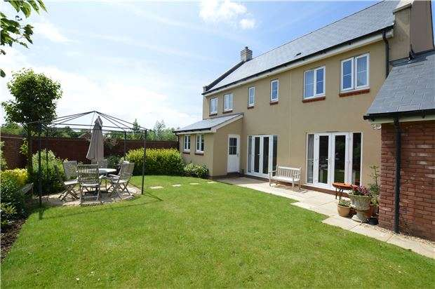 4 Bedrooms Detached House for sale in Vale Road, Bishops Cleeve, CHELTENHAM, Gloucestershire, GL52 8ER