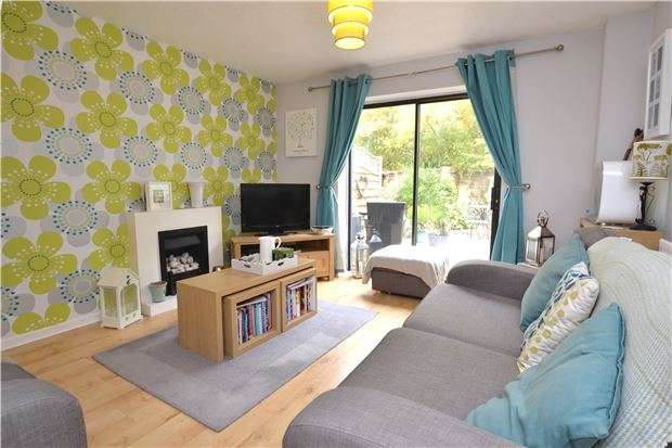 2 Bedrooms Terraced House for sale in Farmington Drive, WITNEY