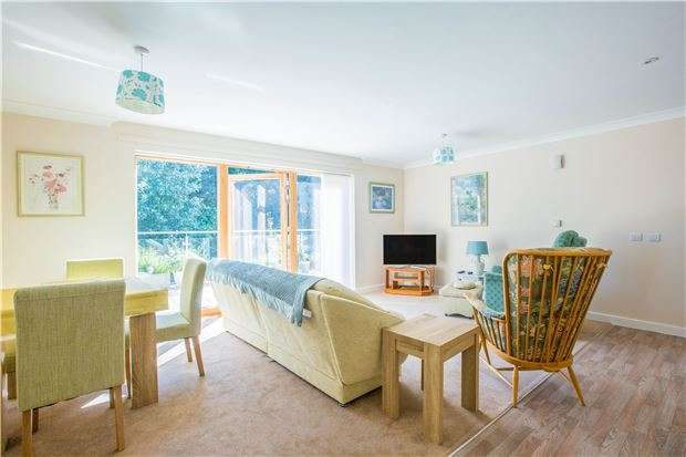 2 Bedrooms Flat for sale in Fernleigh, Buttercross Lane, WITNEY