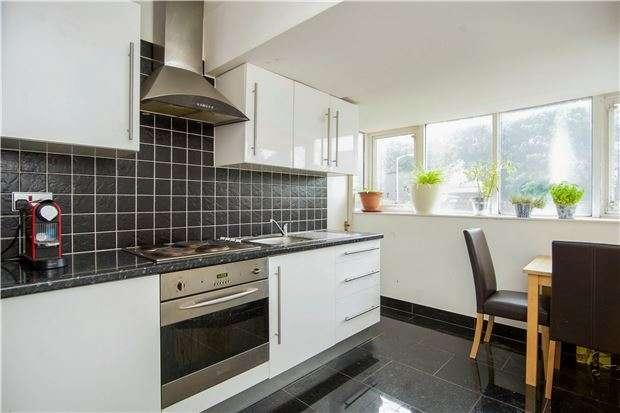 1 Bedroom Flat for sale in Bramlands Close, Battersea, LONDON, SW11
