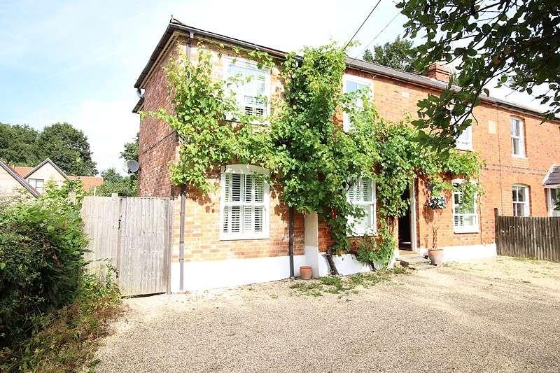 5 Bedrooms Semi Detached House for sale in Sunnyside, School Lane, Stoke Row, RG9
